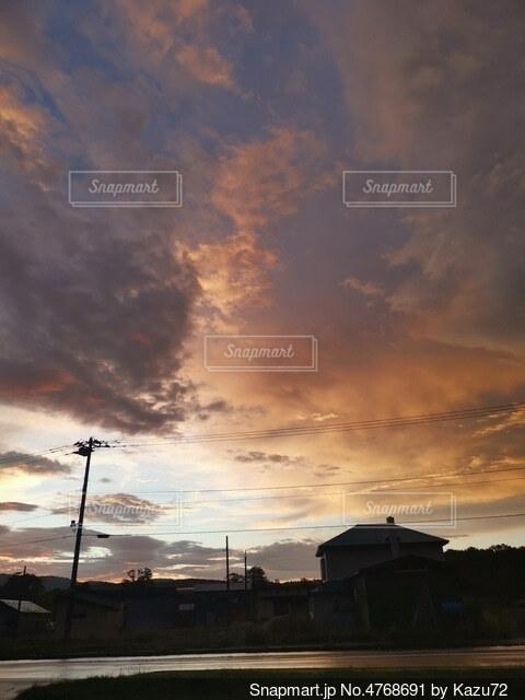 夜明けの空の写真・画像素材[4768691]