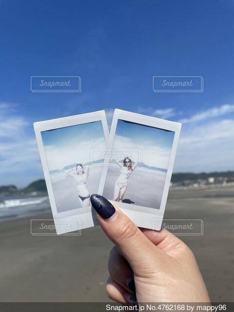 チェキ×海×水着の写真・画像素材[4762168]