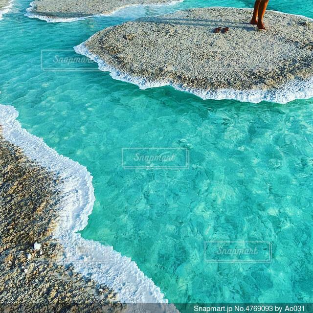 透明で美しい塩湖の写真・画像素材[4769093]