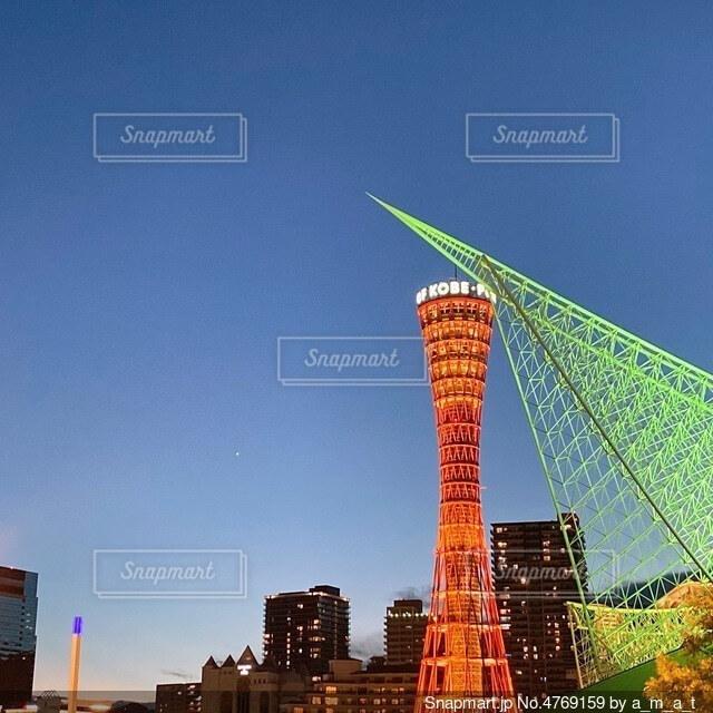 神戸ポートタワーの夕暮れの写真・画像素材[4769159]