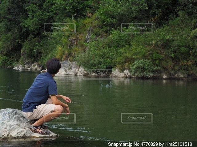 川と言えば水切り!の写真・画像素材[4770829]