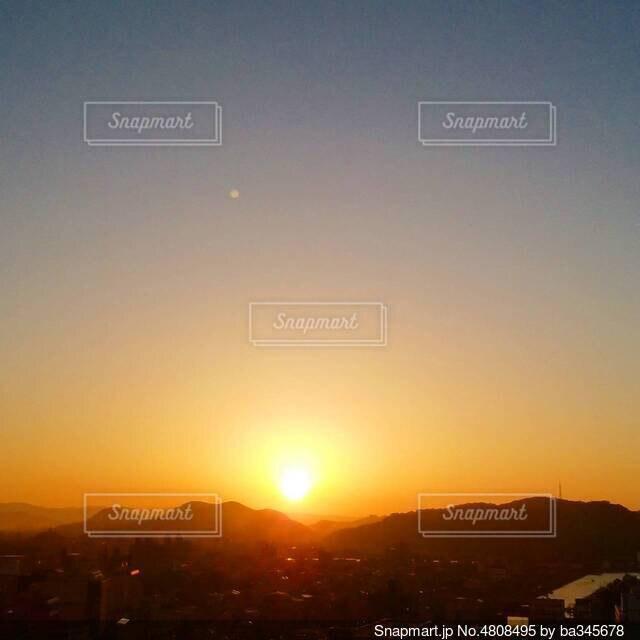 神様のような朝の太陽の写真・画像素材[4808495]