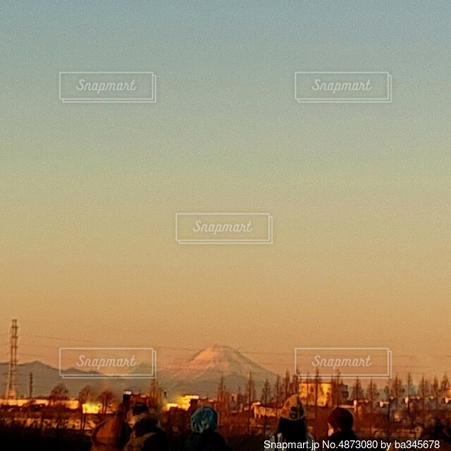 朝焼けの富士山の写真・画像素材[4873080]