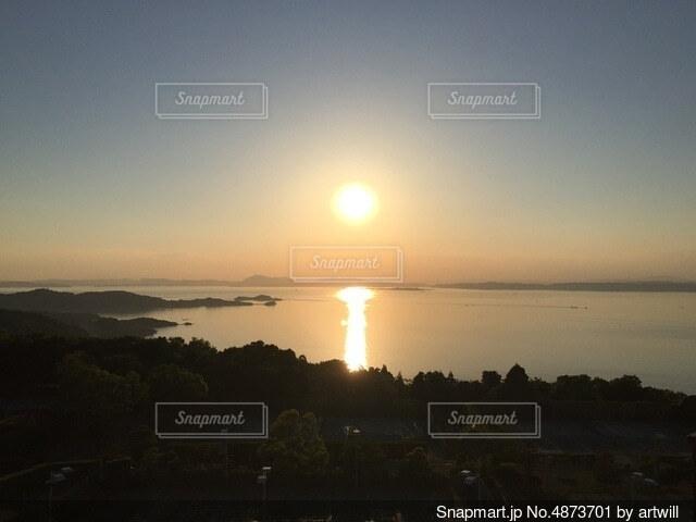 小豆島から見る瀬戸内海に沈む夕日の写真・画像素材[4873701]