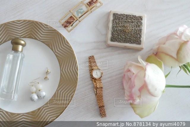 皿の上のケーキの一部の写真・画像素材[878134]