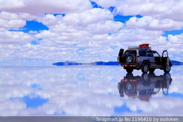 ウユニ塩湖の写真・画像素材[1196410]