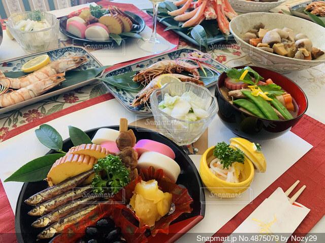 年始のお祝いのおせち料理の写真・画像素材[4875079]