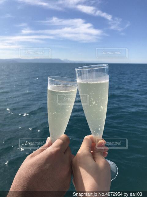 船上で乾杯の写真・画像素材[4872954]