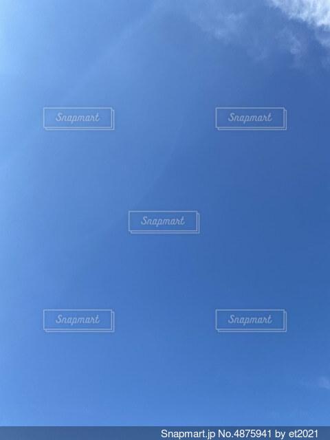 真っ青な空の写真・画像素材[4875941]