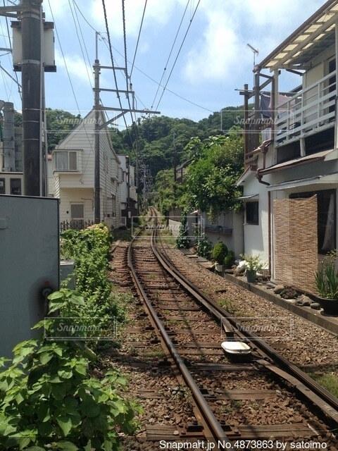 住宅街を走る線路の写真・画像素材[4873863]