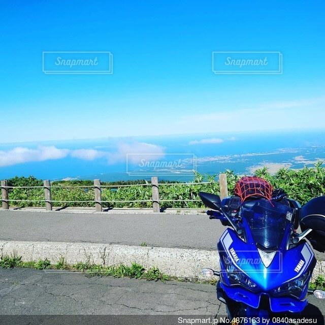 バイクとオレと海と空の写真・画像素材[4876163]