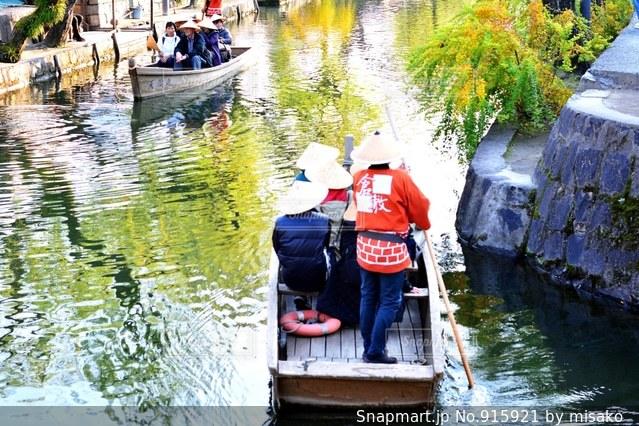 水の体の小さなボートの写真・画像素材[915921]