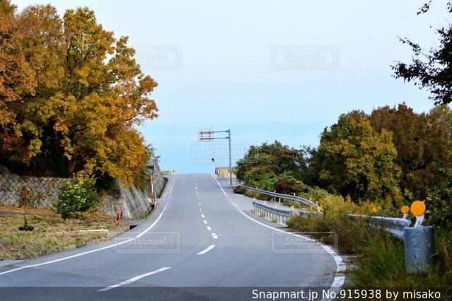 道の端にサインの写真・画像素材[915938]