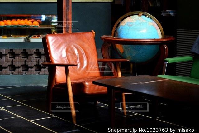 ダイニング ルームのテーブルの写真・画像素材[1023763]