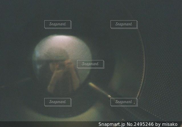 グラスのクローズアップの写真・画像素材[2495246]