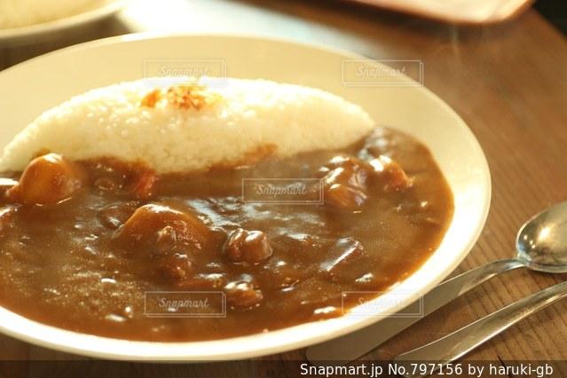 板の上に食べ物のボウルの写真・画像素材[797156]