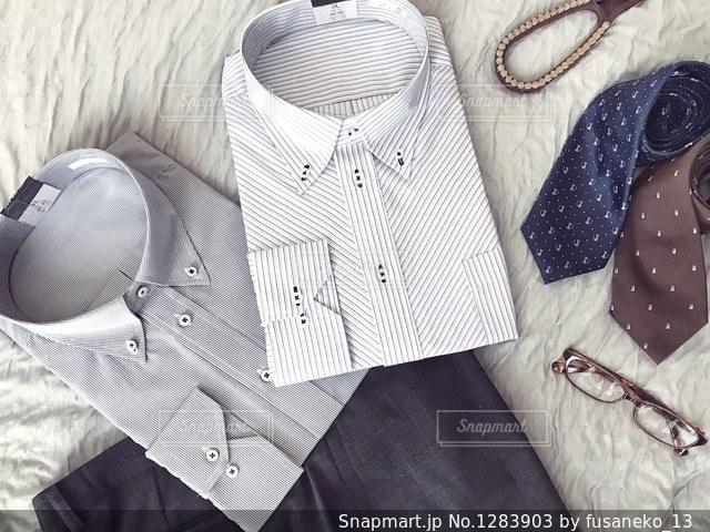 ワイシャツとズボンとネクタイの写真・画像素材[1283903]