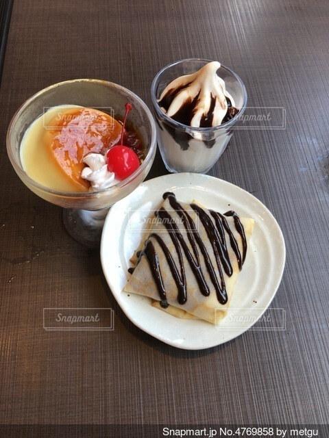 しゃぶしゃぶ食べ放題のデザートの写真・画像素材[4769858]
