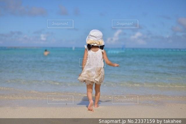 海に向かっての写真・画像素材[2337159]