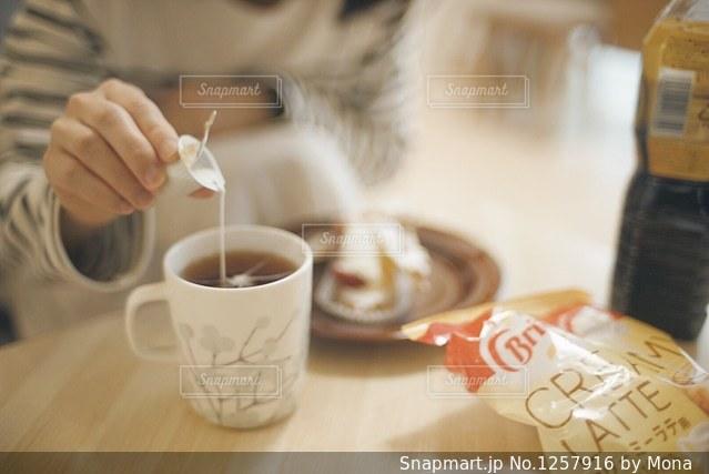 コーヒーと女性の写真・画像素材[1257916]