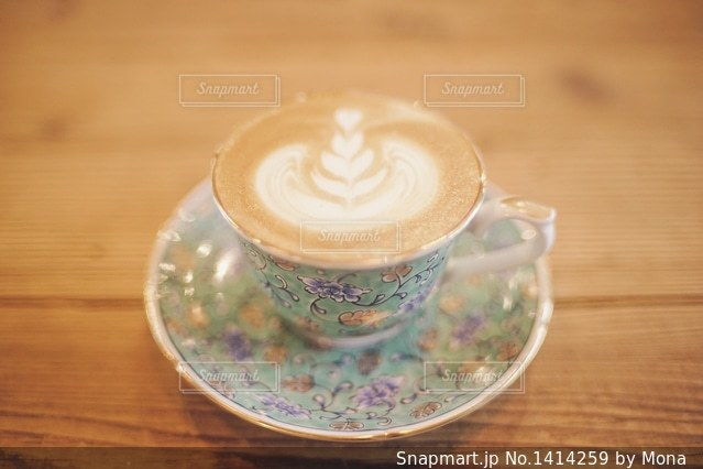 オシャレなカップとラテアートのの写真・画像素材[1414259]
