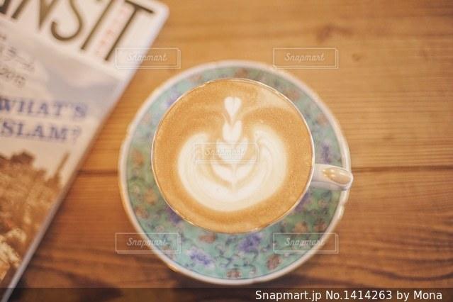 オシャレなカップとラテアートのの写真・画像素材[1414263]