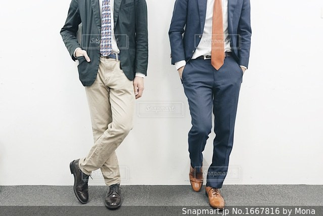 スーツ姿のかっこいいビジネスマンの写真・画像素材[1667816]