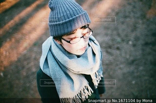ニット帽をかぶった女性の写真・画像素材[1671104]