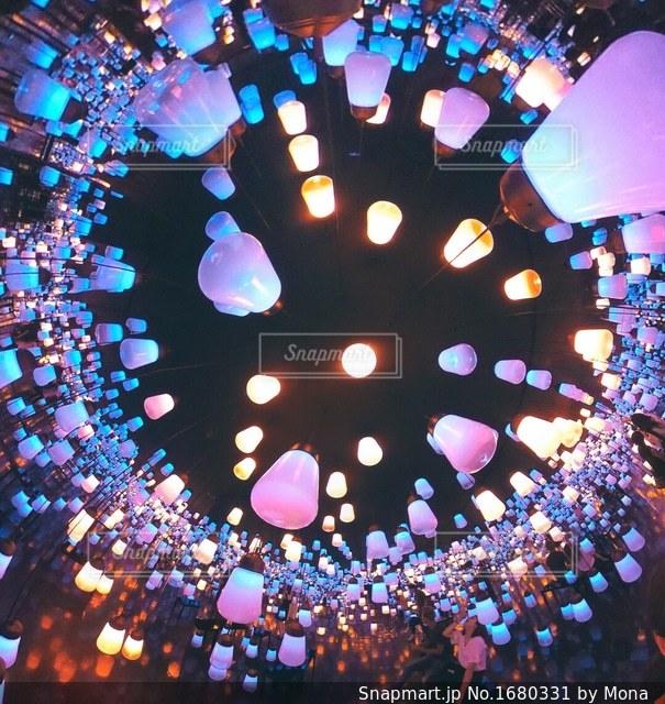 ランタンが灯る夜の写真・画像素材[1680331]