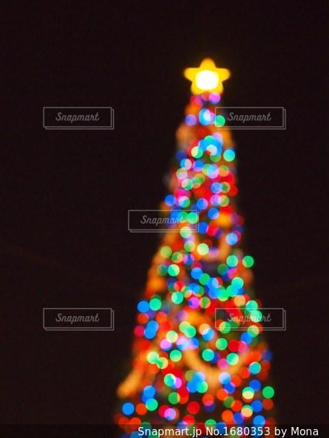 クリスマスツリーのイルミネーションの写真・画像素材[1680353]