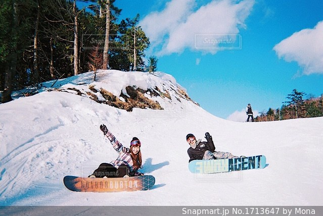 スノーボード中の2人の写真・画像素材[1713647]