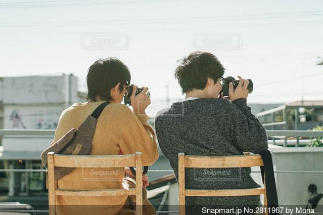 カメラ男子の後ろ姿の写真・画像素材[2811967]