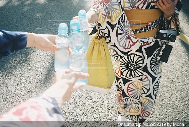 ラムネ瓶と浴衣と思い出の写真・画像素材[2932319]