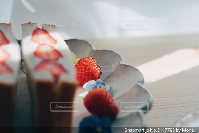 いちごのフルーツサンドの写真・画像素材[3147788]
