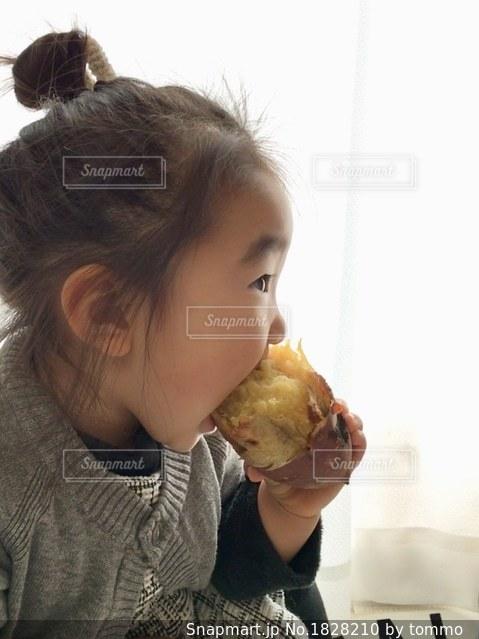 焼き芋大好き!の写真・画像素材[1828210]