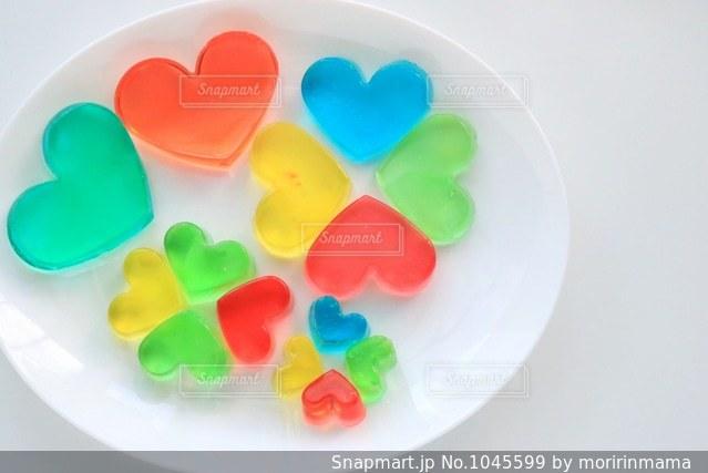 皿の上の食べ物の写真・画像素材[1045599]