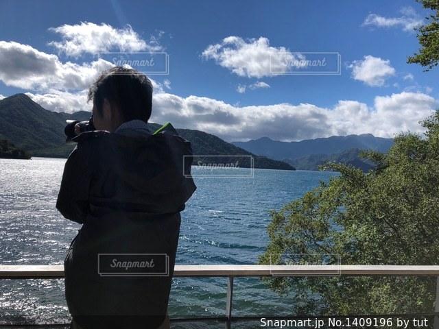 逆光の湖の写真・画像素材[1409196]