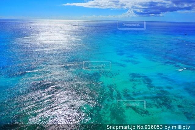 水の大きな体のビュー - No.916053