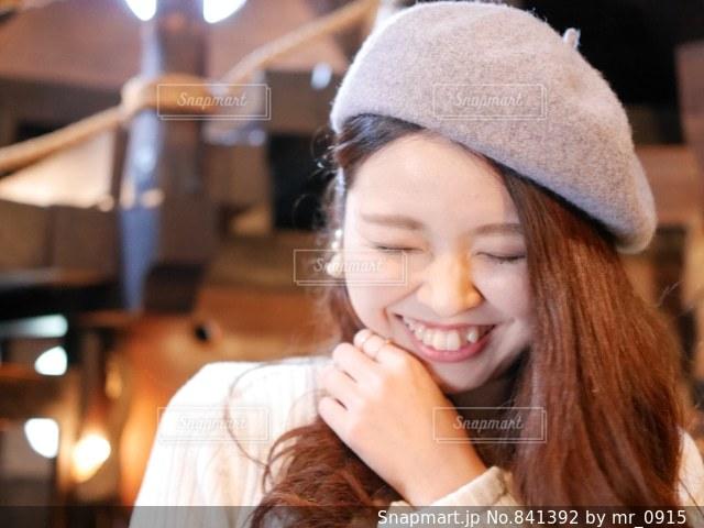 帽子をかぶっている女性の写真・画像素材[841392]