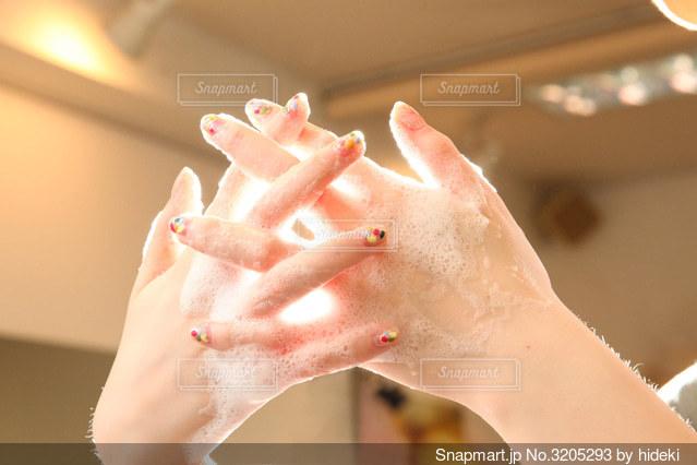 手を洗う  ヒカリノナカデの写真・画像素材[3205293]