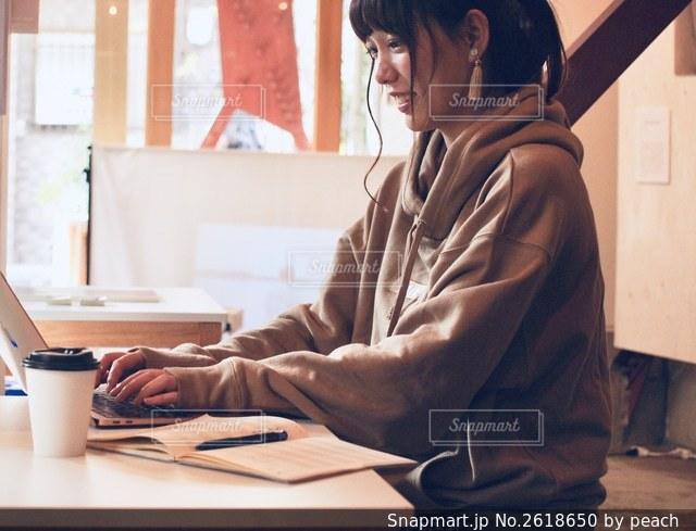 女性の写真・画像素材[2618650]