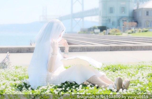 花と女性の写真・画像素材[912800]