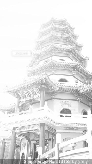 大きな白い建物の写真・画像素材[813168]