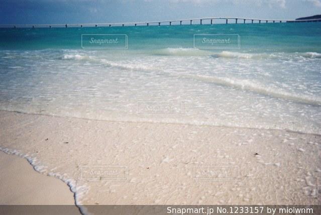 海の横にある砂浜のビーチの写真・画像素材[1233157]