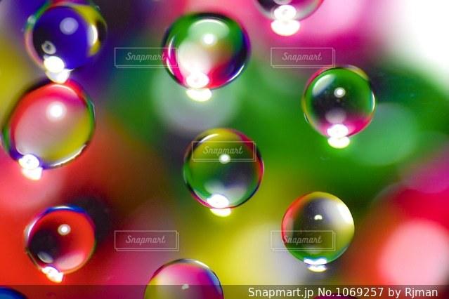 近くにボールのアップの写真・画像素材[1069257]