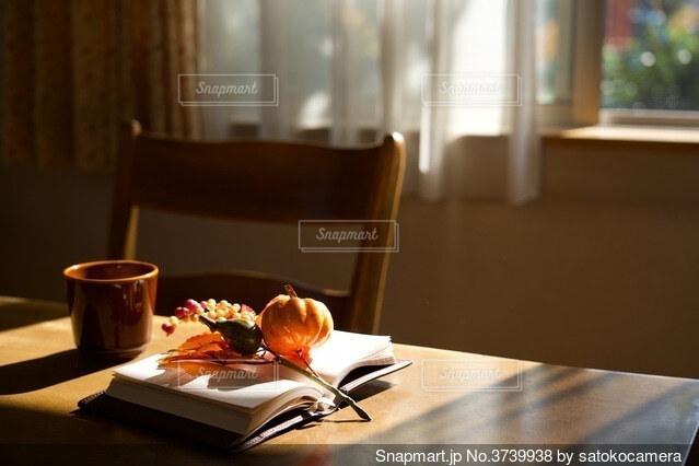 読書の秋の写真・画像素材[3739938]