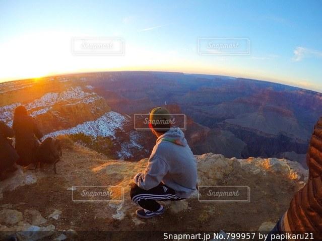 渓谷の男の写真・画像素材[799957]