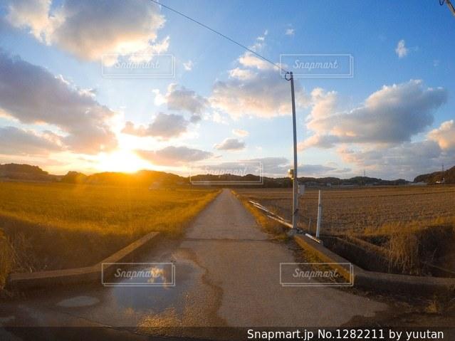 近くに空には雲の上の写真・画像素材[1282211]