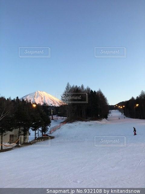 富士山を眺めるふじてんスノーリゾート、ナイターの写真・画像素材[932108]
