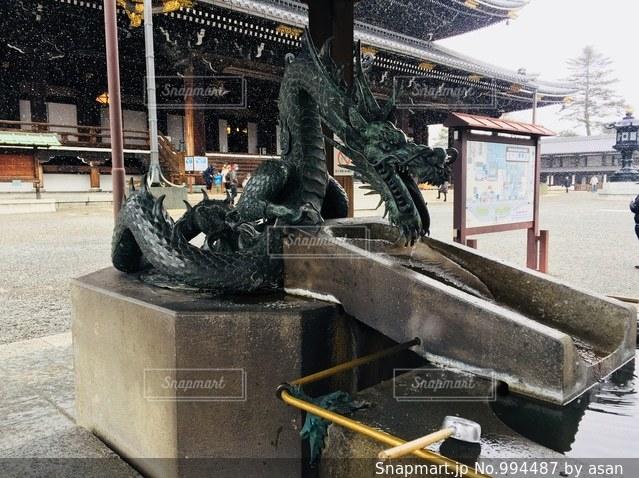 雪の舞う京都 東本願寺での1枚♪の写真・画像素材[994487]